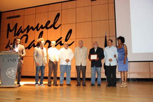 Acto de reconocimiento durante el acto de inauguración del Festival. Foto: Fuente externa.