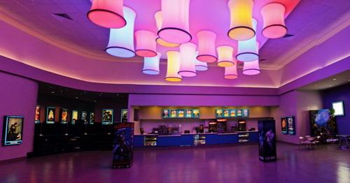 Vista del nuevo lobby del Megaplex con un estilo más moderno. Foto: Fuente externa.