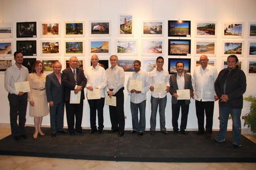 Ganadores del concurso de fotografía acompañado de los miembros del jurado y del director de la DGCINE. Foto: Fuente externa.