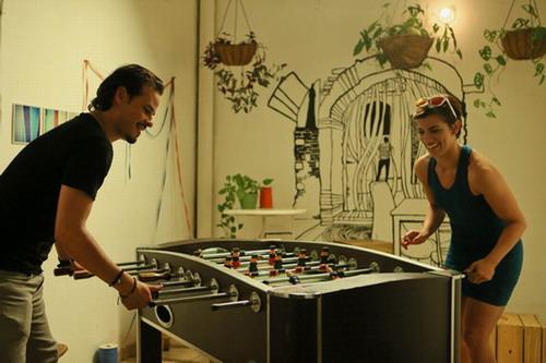 Frank Perozo (Alex) y Nashla Bogaert (Natalie), protagonistas de esta comedia romántica. Foto: Ruben Abud.