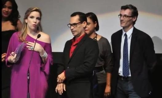 La productora Elsa Turull de Larimar Films, mientras recibía uno de los premios por la película ¿Quién manda?. Foto: José Rafael Sosa