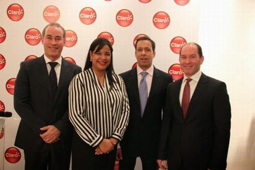 Ivette Marichal junto a los ejecutivos Luis Iván Ruíz Bautista, Leonardo De León y Omar Acosta. Foto: Fuente Externa.