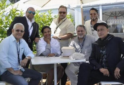 Parte de la delegación dominicana en Cannes compuesta por José Antonio Aybar, Omar de la Cruz, Yvette Marichal, Pedro García, Tabaré Blanchard, Luís Arambilet y Juan Fernández. Foto: José Rafael Sosa.