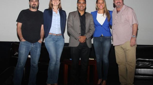Humberto Castellanos, presidente de Adocine (extrema derecha) junto a los panelistas del conversatorio. Foto: Fuente externa