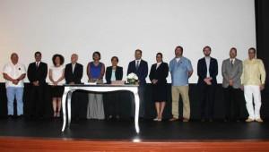 Yvette Marichal, Directora General de Cine, encabezó el acto de firma del pacto junto a funcionarios públicos, representantes del cuerpo diplomático acreditado en el país, profesionales de la industria cinematográfica e integrantes de la prensa. Foto: Fuente externa