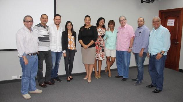Yvette Marichal, Directora General de Cine (DGCINE), junto a los gestores educativos. Foto: Fuente externa