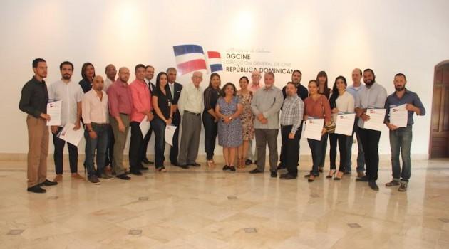 Ganadores y miembros del jurado durante la entrega de los certificados. Foto: Fuente externa