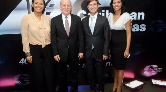 Zumaya Cordero, Robert Carrady, Gregory Quinn Carrady, Ana Lopez durante la noche de celebración. Foto: Fuente externa.
