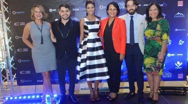 Danilo Reynoso, Evelyna Rodríguez, Zumaya Cordero, David Maler y Adalgisa Pantaleón durante la noche premier. Foto: Fuente externa.
