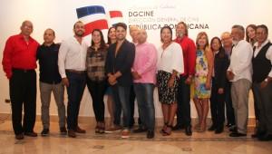 Miembros La Comisión Dominicana de Selección Fílmica (CDSF),  junto a los integrantes de las producciones seleccionadas. Foto: Fuente externa