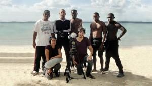 Natalia Cabral y Oriol Estrada junto a participantes del documental. Foto: Fuente externa