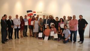 Jurado y ganadores durante la entrega de los certificados de la convocatoria de Fonprocine del año 2016. Foto: Fuente externa