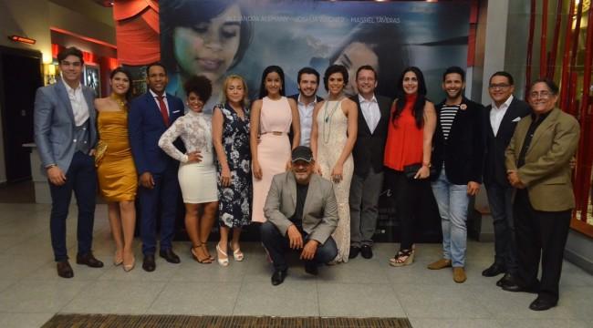 """Elenco de la película """"El encuentro"""" durante la noche de premier en las salas del Palacio del Cine Blue Mall. Foto: Ruben Abud."""