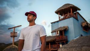 Relata la historia de Juan (Héctor Aníbal), que vive encerrado cuidando una casa de Palmar de Ocoa, luego de que su mujer lo engañara. Foto: El Balcón Producciones.
