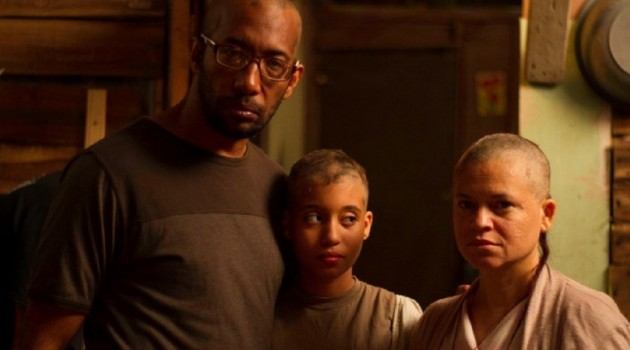 """""""Y a Dios que me perdone"""" es protagonizada por Jonnie Mercedes, su esposa Clara y su hija Akuarela. Foto: Estudio Quitasueño."""