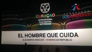 Momento en que se anunciaba en la pantalla el filme de Alejandro Andújar como ganador del Yellow Robin Award. Foto: Fuente externa.