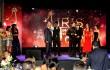 """Danilo Reynoso, productor y co-protagonista de """"La Familia Reyna"""", agradece el premio a la mejor película 2016, de los Iris Dominicana. Foto: José Rafael Sosa."""