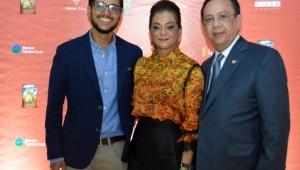 Héctor M. Valdez, Fior D' Aliza de Valdez, Héctor Valdez durante la noche de premier. Foto: Fuente externa