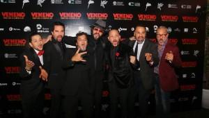 Taba Blanchard junto al elenco de la película durante la noche de premier. Foto: Fuente externa.