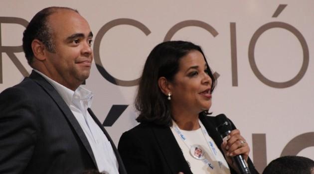 Omar de la Cruz e Yvette Marichal durante la clausura del II Congreso Nacional de Cine. Foto: Fuente externa