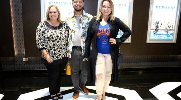 Yocasta Lirio, Ismael Almonte y Katiuska Licairac fueron parte del público que apreció la segunda parte de esta comedia musical. Foto: Fuente externa.