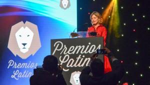 Ligia Reid Bonetti se dirige al público en el Palacio de los Congresos de Marbella, España. Foto: Fuente externa