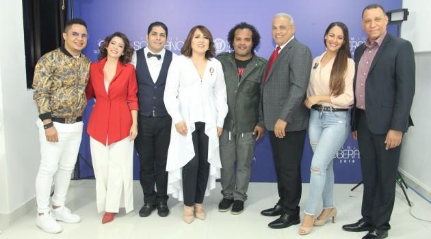La presidenta de Acroarte, Emelyn Baldera, junto al equipo de Acroarte y Producción en el anuncio de Nominados Premios Soberano 2019. Foto: Fuente externa.