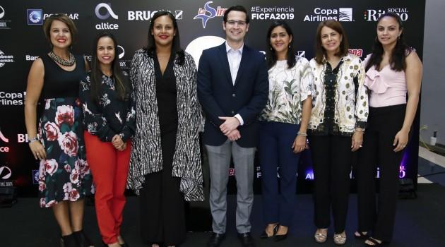 Zumaya Cordero junto a los patrocinadores del evento. Foto: Fuente externa