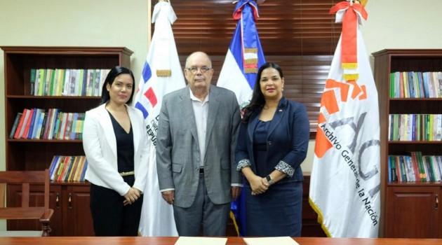 Fiora Cruz, directora de la Cinemateca Dominicana; Roberto Cassá, director del AGN e Yvette Marichal, directora general de la DGCINE. Foto: Fuente externa.