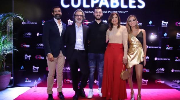 Jalsen Santana,José Pintor, Juan Carlos Sued, Carlota Carretero y María José Pintor en la gala premier. Foto: Fuente externa.